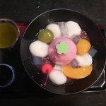 般若坊 - 妻が食べたクリーム白玉ぜんざいです。和の食器にもられてとてもきれい