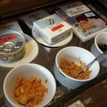 味の明太子 ふくや - ツナ缶の明太子も試食できます