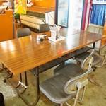 日本海食堂 - テーブル席①