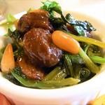 エスパーニャバル・ハポロコ - ホウレン草?と豆と松の実の甘いオイル煮?