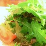 エスパーニャバル・ハポロコ - ベビーリーフのサラダ