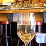 エスパーニャバル・ハポロコ - ランチワインも¥300  やや多めの量♪