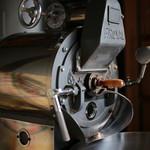 珈琲屋珈人 - 料理写真:焙煎機