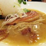 ジャパニーズ ヌードル アワオドリ - 麺とチャーシュー。おわおどりラーメン 税込780円