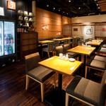 藁焼きと四国料理88屋 - テーブル席