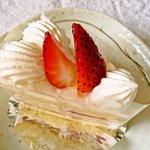 ジャンヌダルクカフェ - いちごのショートケーキ