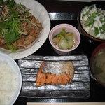 京やさいしゃぶしゃぶ - 日替わり定食・豚肉生姜焼き&鮭の塩焼き