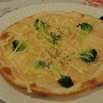 アトリエ グルメ - 2010年10月ディナーバイキング 明太子&ブロッコリーのクリームピザ