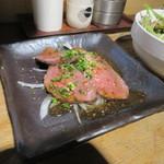 田中ホルモン - 最初は和牛のローストビーフから、特製ダレがピッタリでっした。