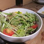 田中ホルモン - サラダは韓国風のサラダでした、よく混ぜて口に運ばせていただきました。