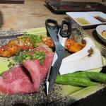 田中ホルモン - 野菜や和牛も次々に運ばれてきました。これ以外にもお肉はたくさん運ばれてきたんですが話すのに夢中で写真撮り忘れました。