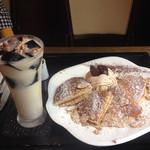 58060925 - モンブランパンケーキとコーヒーゼリースムージー