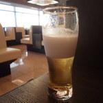 ANAラウンジ - グラスビール