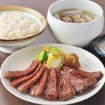 うまい牛たん 東山 - 牛たん定食は職人が1枚1枚丁寧に仕込んだ牛たんを使用しております。