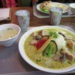 BACKPACKER'S CAFE 旅人食堂  - タイカレーとカオマンガイ