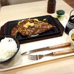 いきなりステーキ - リブロース300gとライス&サラダセットで2430円!