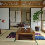 うちカフェ ﹅国 - 内観写真:自宅のようにくつろげる畳の部屋です