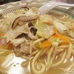 58074203 - トンカツ屋さんだけに、豚骨を7時間以上煮出したスープを使ってます。                       でも、あっさりしていて、和風素材も使っているのかなーと思う旨味があります。