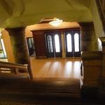 カフェドゥラプレス - カフェに上がる大階段