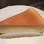 エクセルシオール カフェ - ニューヨークチーズケーキは、チーズケーキの底がショコラで二種類の味が楽しめます。