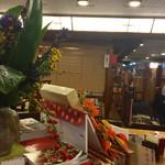 総本家更科堀井 - 店内中央の大テーブルがカウンター替わり