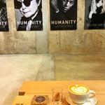 ブルーボトルコーヒー - カフェラテとグラノーラバー