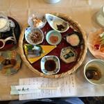 58094756 - 県産花巻納豆ほか、七品の小鉢篭盛り
