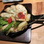 貝と魚と炉ばたのバンビ - 朝穫れ三浦野菜