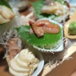 貝と魚と炉ばたのバンビ - 活貝刺身3点盛り¥1680