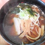 栄康園 - 料理写真:ラーメン