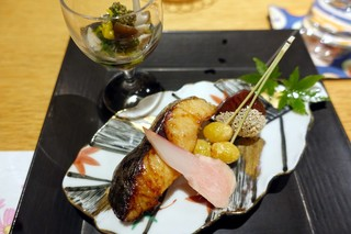 こころぎ - 鰆柚香焼、はじかみ、菊花と木の子、どんぶり、酢浸し、栗渋皮煮、揚銀杏