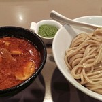 つけ麺 五ノ神製作所 - えび肉玉子入りつけ麺と追加した味変バジル頼んだで~
