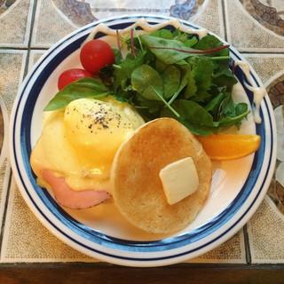 シマダカフェ 神楽坂 - エッグベネディクト