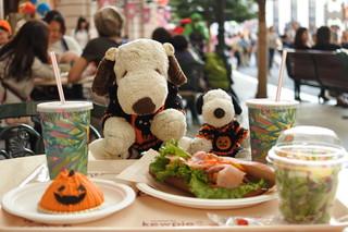 ビバリーヒルズ・ブランジェリー - 気候がいいのでボキらはテラス席でお食事することに。 なんだか外国のカフェにいるみたいだよね~