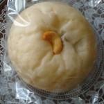 マルキベーカリー - クリームチーズあんパン