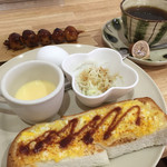 カフェ ビー - 料理写真:ブレンドコーヒー400円とエッグトーストのモーニング