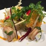58104999 - 天使の海老のコンフィ アンディーブのサラダと、葉野菜のコンビネーション