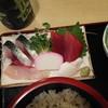 釜甚 - 料理写真:刺身はサバ、マグロ、カンパチ、イカ(とカマボコ)