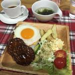 Cafeるくら - ロコモコ丼 ドリンクセットで850円