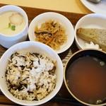 cafe 日和 - 和食セット ウインナコーヒー代のみ400円