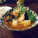スープカレー ポニピリカ - 皮がパリっとしたチキンと野菜のカレー (税別1300円)+5辛(80円 ピッキーヌ使用)=税込1490円
