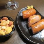 谷中ビアホール - スモークナッツとフランクフルトのローストどちらも300円!旨い