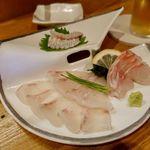 鮨と地魚料理 さかな倶楽部 たっぱん - 石垣鯛の薄造り                             右は、おじさんの刺身