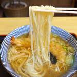 大盛庵 - 白くて細い麺だが、しっかりとコシのある独特な麺