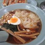 みんみん - 麺少なめのワンタンメン 麺が少ない分 具が沈んで見える