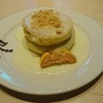 58117705 - ハロウィン仕様のマカデミアナッツパンケーキ