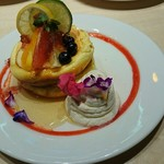 58117708 - お花とはちみつ漬けフルーツパンケーキ