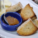 フランス料理店 牛肉食堂 COWBELL - 麪麭(ぱん)に果醤(こんふィちゅる)