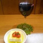 Soba Ristorante na-ru - トッロモンテプルチアーノダブルッツォ、お通しの豆腐オリーブオイルプチトマト