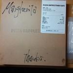 ピッツァ ナポレターノ カフェ - パッケージには手書きのメッセージ付き